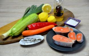Стейк форели в фольге с овощами