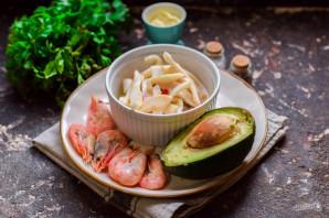 Салат с креветками, кальмарами и авокадо - фото шаг 1