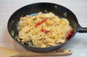 Фунчоза с курицей и овощами - фото шаг 6
