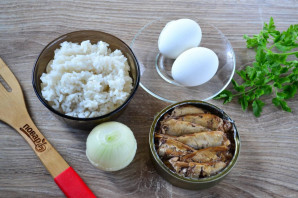 Салат с рисом и шпротами - фото шаг 1