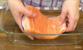 Засол красной рыбы в холодильнике - фото шаг 3