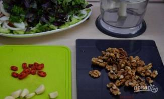 Овощной салат по-грузински с орехами - фото шаг 5