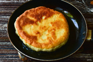 Хлеб на сковороде без дрожжей - фото шаг 8