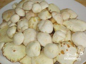 Жареные маслята с картошкой - фото шаг 1