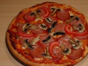 Пицца с колбасой, грибами, помидорами и сыром - фото шаг 7