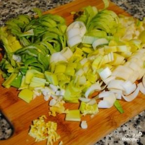 Суп из тыквы с картофелем и луком-пореем - фото шаг 1