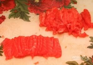 Салат с красной рыбой слоями - фото шаг 4
