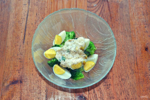 Салат с брокколи и яйцом - фото шаг 8
