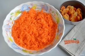 Морковные квадратики с курагой, семечками и овсяными хлопьями - фото шаг 2