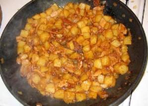 Жареная колбаса с картофелем  - фото шаг 13