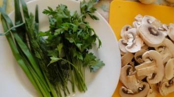 Кабачки жареные с грибами - фото шаг 2