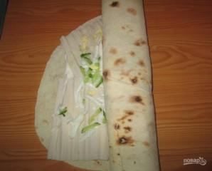 Рулеты из лаваша с плавленым сыром - фото шаг 3