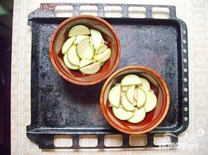 Свинина в горшочках с первыми летними овощами - фото шаг 4