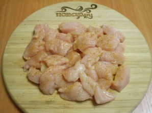 Куриное филе в кефире - фото шаг 3