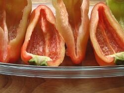 Перцы с фаршем в духовке - фото шаг 3