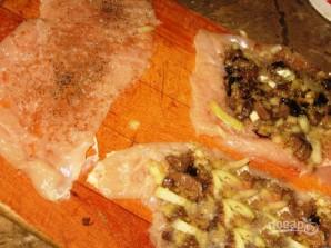 Куриные рулетики с начинкой из печени - фото шаг 4