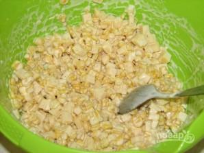 Салат из консервированной кукурузы - фото шаг 4