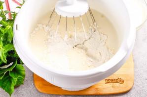 Бисквитный торт с малиной - фото шаг 3