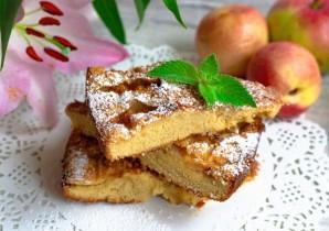 Классическая шарлотка с яблоками и нектаринами - фото шаг 7