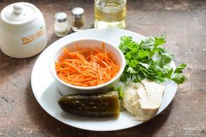 Салат с корейской морковью и маринованными огурцами - фото шаг 1