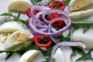 Салат с мидиями и пикантной заправкой - фото шаг 3