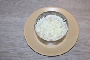 Слоёный салат с жаренными шампиньонами - фото шаг 6