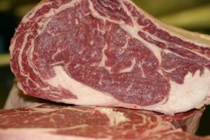 Стейк из говядины в мультиварке - фото шаг 1