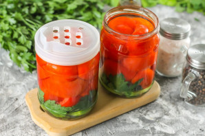 Резанные помидоры с маслом на зиму - фото шаг 6