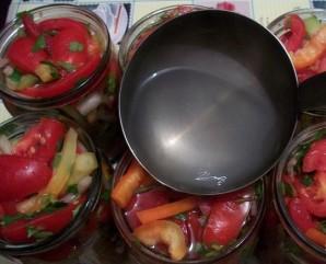"Салат из помидоров на зиму ""Пальчики оближешь"" - фото шаг 7"