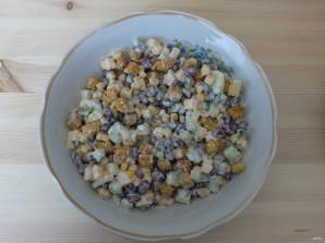 Салат с кириешками и огурцами - фото шаг 5