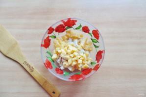 Салат с жареным яйцом и курицей - фото шаг 3