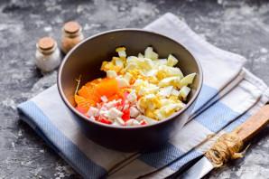 Салат с крабовыми палочками и мандаринами - фото шаг 5
