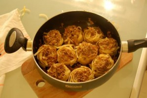 Гнёзда с фаршем на сковороде - фото шаг 4