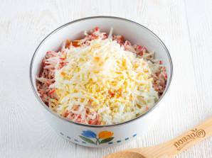 Салат с крабовыми палочками и морковью - фото шаг 4