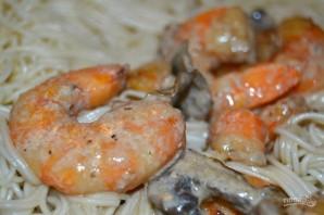 Спагетти с креветками и грибами - фото шаг 10