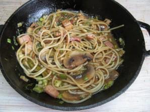 Рулет с грибами и спагетти - фото шаг 5