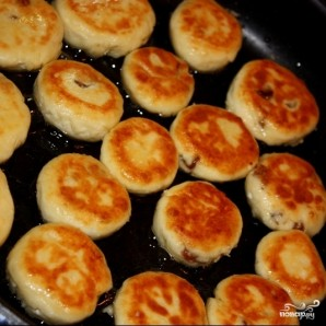 Сырники с изюмом (без яиц) - фото шаг 6
