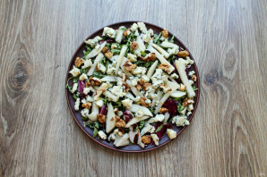 Салат с сыром с плесенью и грушей - фото шаг 5