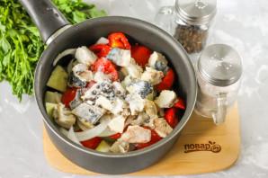 Салат со скумбрией на зиму - фото шаг 6