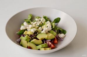 Салат с каперсами и авокадо - фото шаг 5