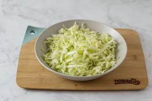 Простой салат из пекинской капусты - фото шаг 2