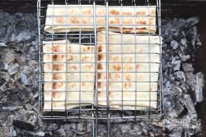 Лаваш с сыром на мангале - фото шаг 10