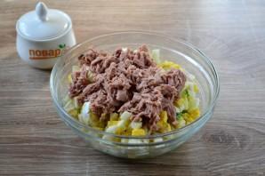 Салат с яйцом, тунцом и огурцом - фото шаг 4