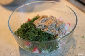 Сытный салат с редисом и ореховым соусом - фото шаг 4