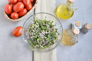 Салат из кабачков и помидоров - фото шаг 4