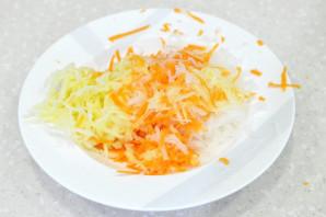 Дайкон с морковью и яблоком - фото шаг 3