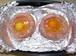 Мясные гнезда с яйцом - фото шаг 2