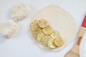Кальцоне с цукини, оливками и моцареллой - фото шаг 10