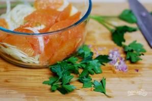 Морской окунь на салате - фото шаг 2