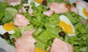 Салат из лосося горячего копчения - фото шаг 4